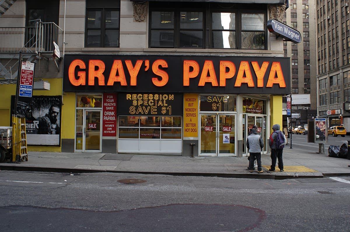 Gray's Papaya 圖片來源:Wikimedia Commons https://goo.gl/MvBsCc