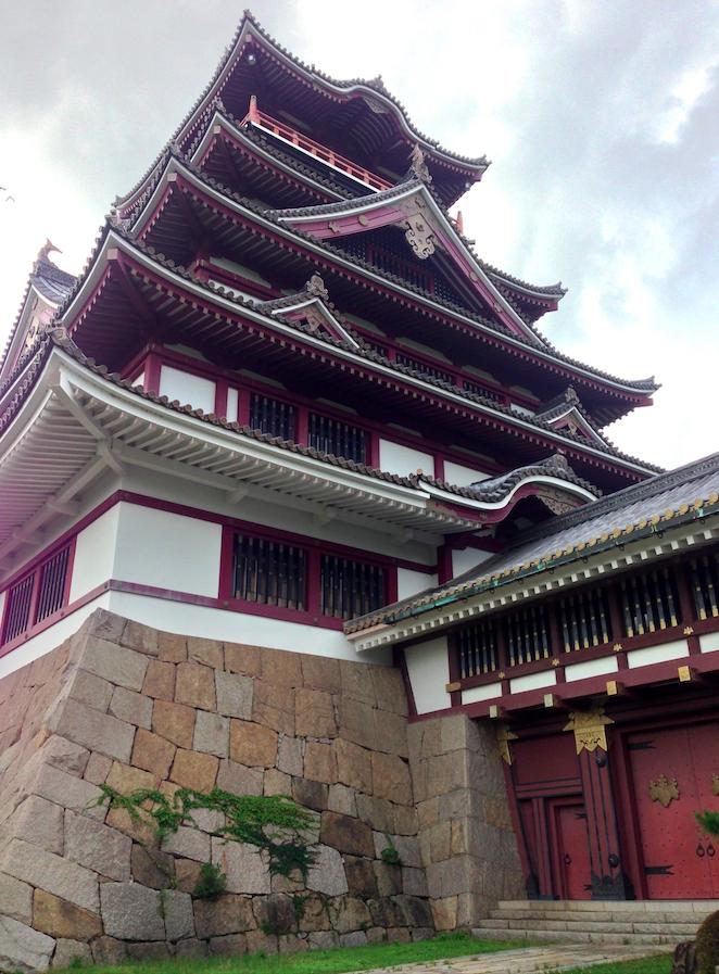 雖然是後人再造的城堡,但也相當氣派呢  照片來源:吳胖達
