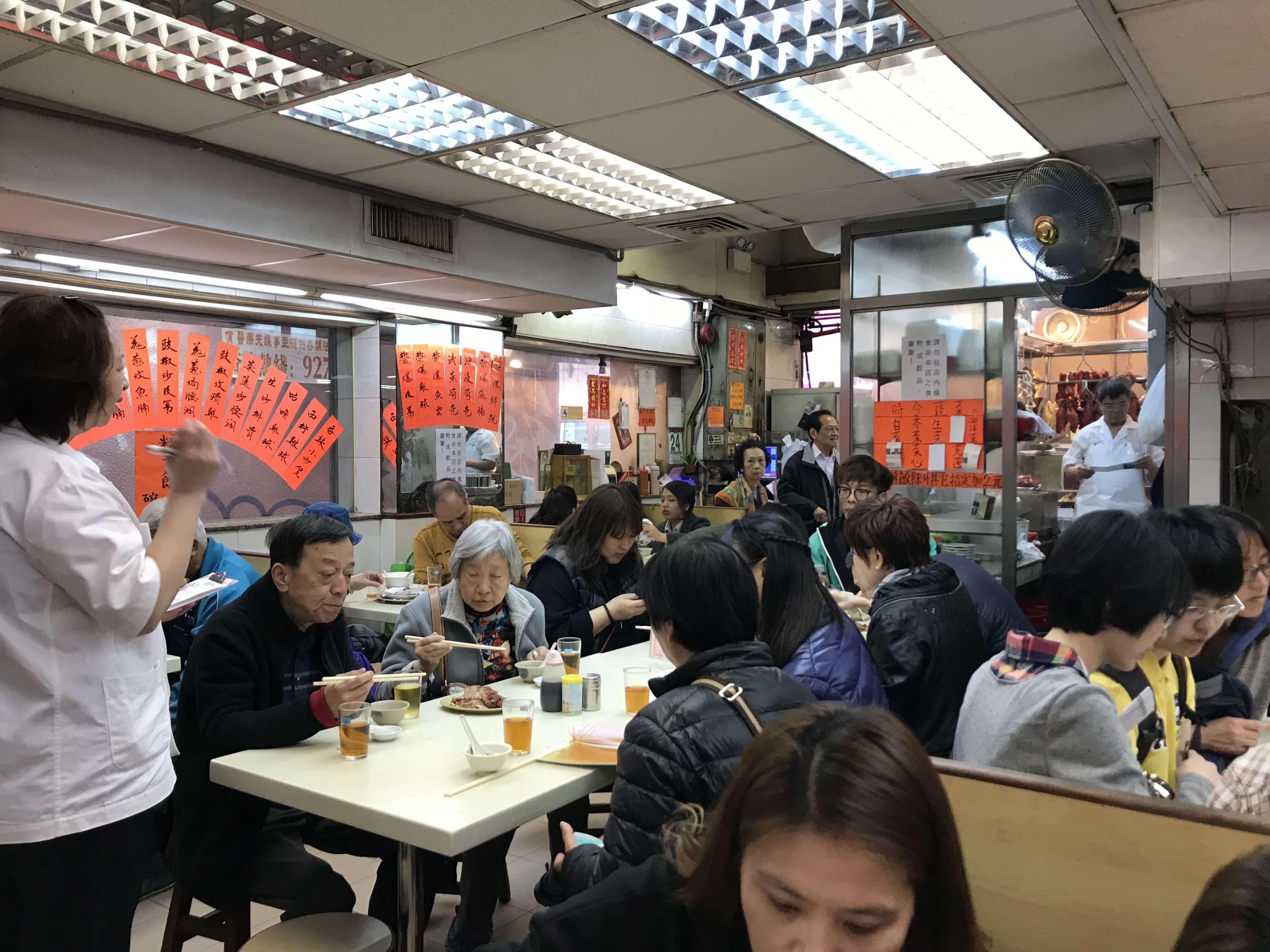 小小店家每到用餐時間總是有滿滿人潮!Photographer / Penny
