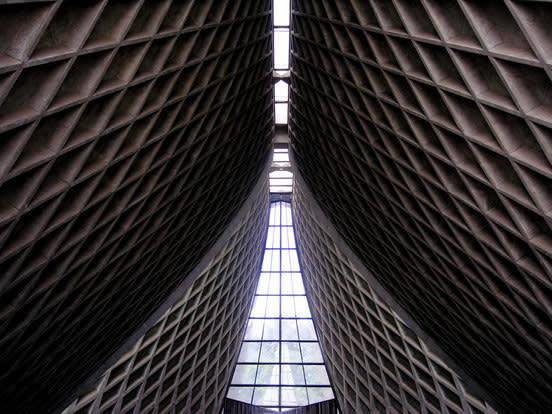 教 堂 內 部 視 角 ( 圖 片 來 源 : goo.gl/DoKtPe )