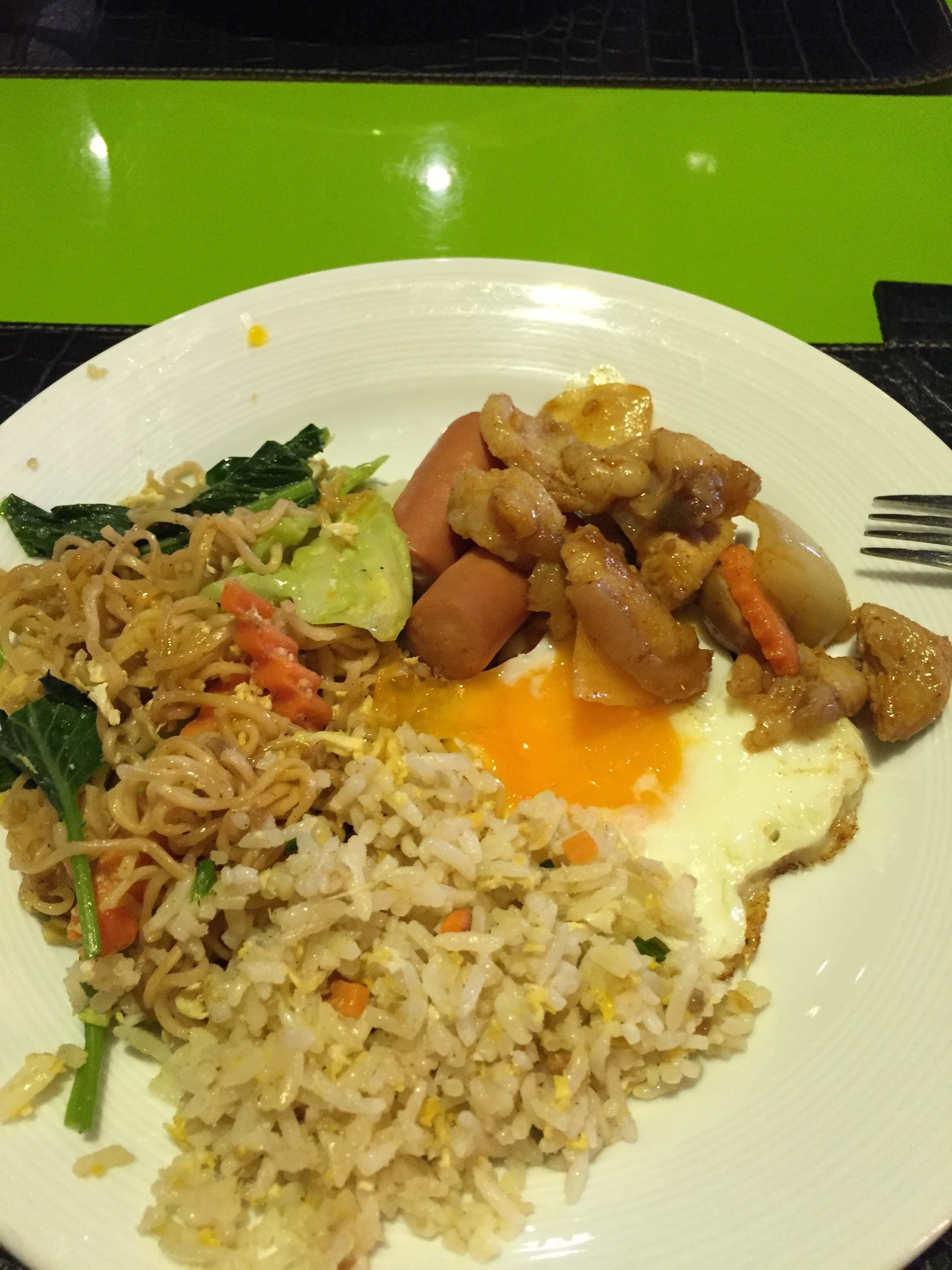 隨便吃了午餐,賣像不佳,但是頗好吃的,這就是泰國~