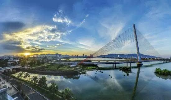 峴 港 市 位 在 越 南 中 部 , 小 城 市 的 美 景 。