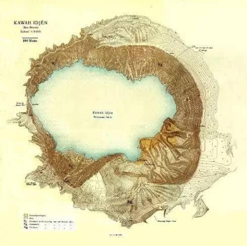 網 路 圖 片 : 伊 真 火 山 和 火 山 湖 俯 瞰 。