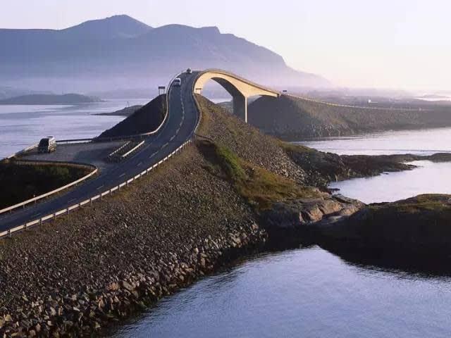 挪 威 大 西 洋 之 路 。
