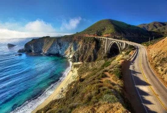 加 州 一 號 公 路 。