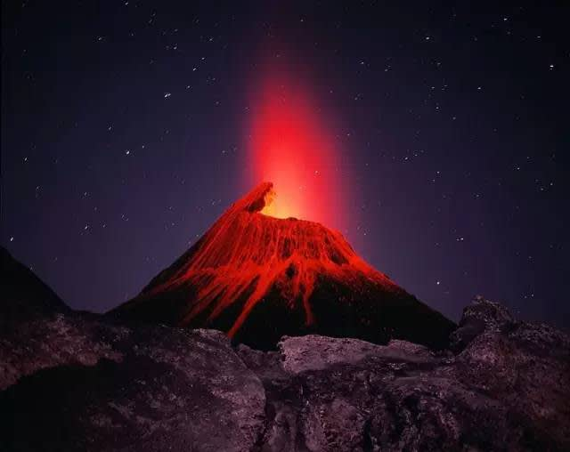 倫 蓋 伊 火 山。