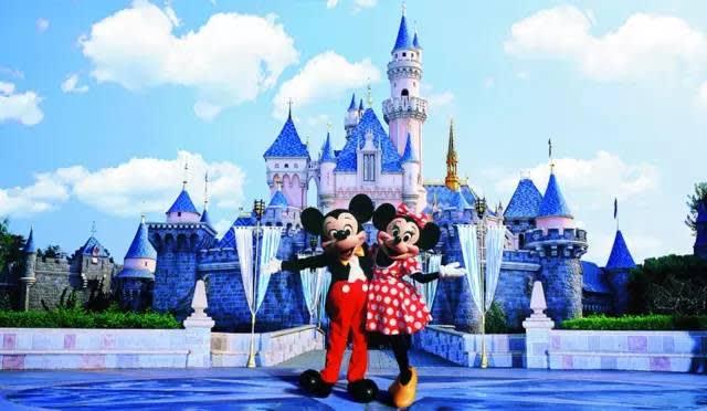 迪 士 尼 當 家 明 星 : 米 奇 與 米 妮 。