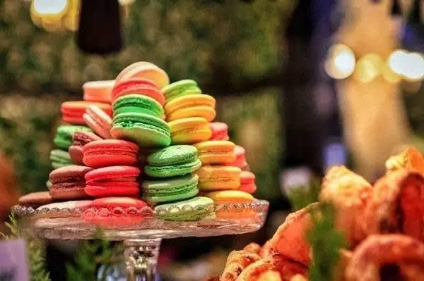 法 國 甜 點 : 馬 卡 龍 。