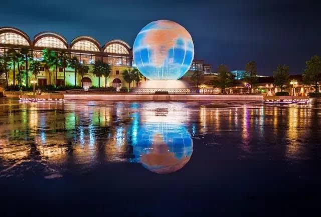 東 京 迪 士 尼 樂 園 。