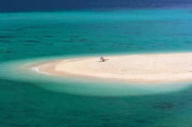 董 裡 美 麗 的 沙 灘 。