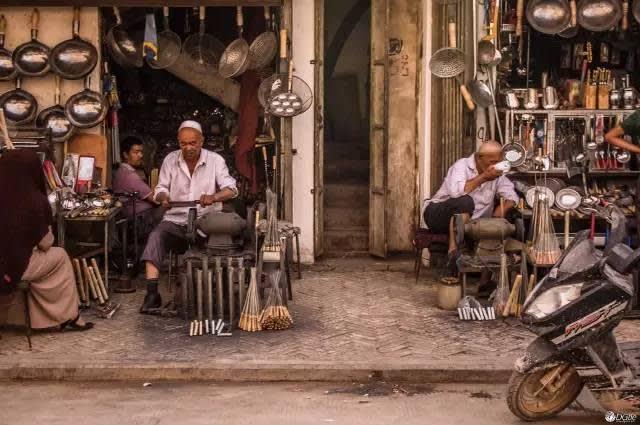 喀 什 大 巴 扎 市 集 。
