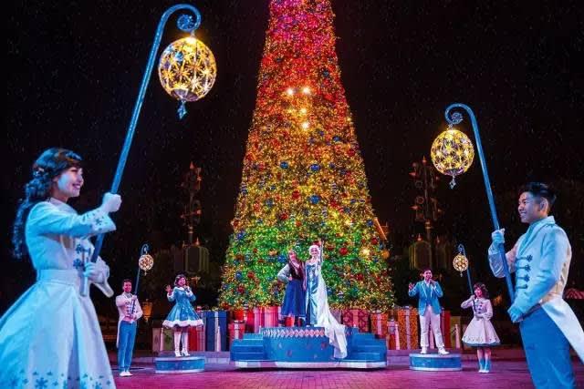 香 港 迪 士 尼 樂 園 。