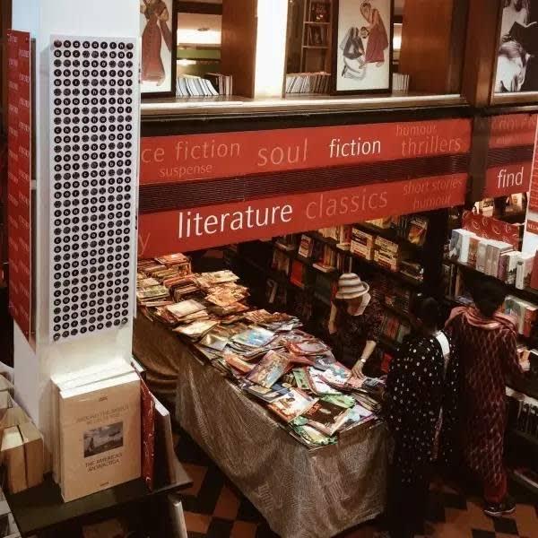 當 地 最 豪 華 的 書 店—Oxford bookstore。