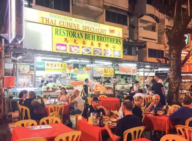 東 南 亞 國 家 的 外 國 人 相 當 多  , 夜 市  非 常 受 歡 迎 的 體 驗 之  一 。