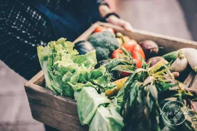 食 材 皆 為 新 鮮 的 蔬 果 類 。