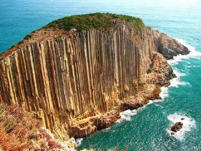 香 港 世 界 地 質 公 園 , 比 澎 湖 壯 觀 的 玄 武 岩 。