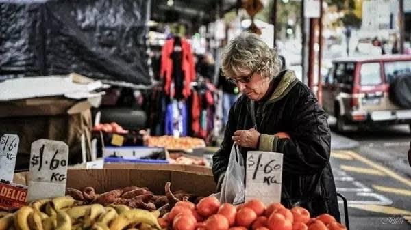 維 多 利 亞 女 王 市 場 。
