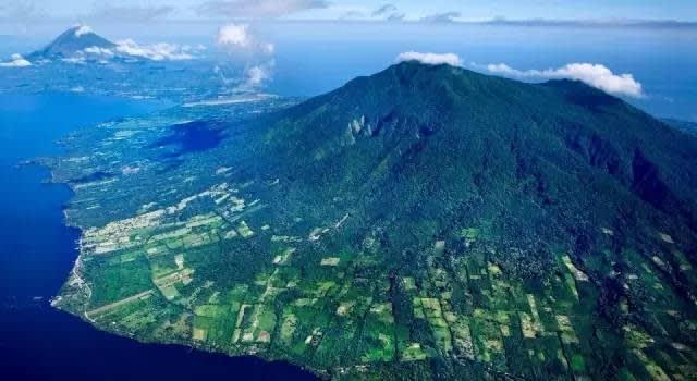 奧 梅 特 佩 島 。