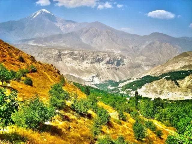 周 圍 壯 麗 的 山 景  ,是 給 登 山 者 最 大 的 禮 物 | flickr@Reza Haghighi pour