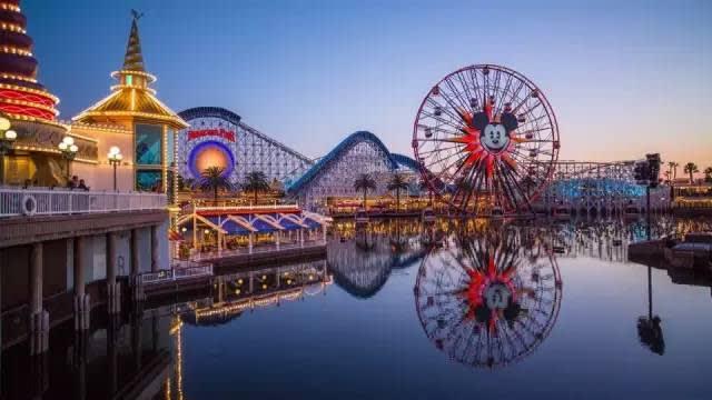 Mickey's Fun Wheel 米 奇 摩 天 輪 。