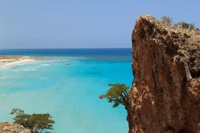 蔚 藍 乾 淨 的 海 域 , 是 絕 佳 的 潛 水 場 所 | flickr@Valerian Guillot