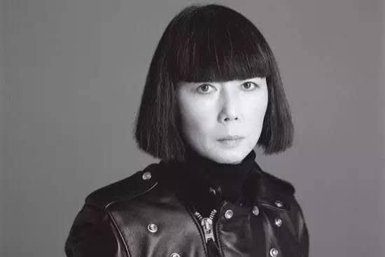 日 本 知 名 設 計 師 川 久 保 玲 。