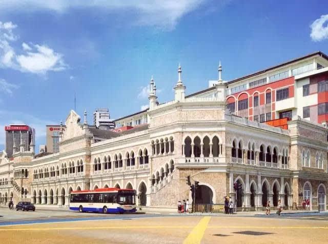 這 是 廣 場 周 邊 , 還 有 許 多 美 麗 的 建 築 。