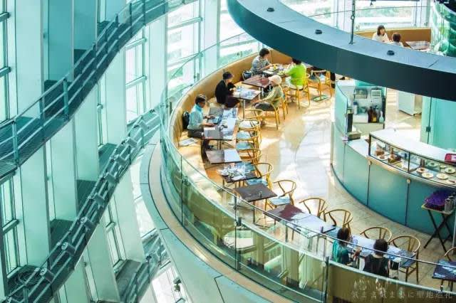 灑落大片陽光的咖啡座及餐廳,尤其值得片刻慢活時光!
