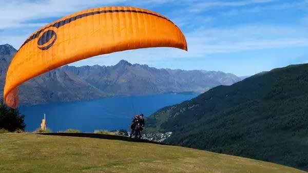 無 動 力 滑 翔 傘 , 遨 遊 紐 西 蘭