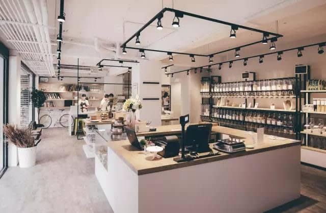 裸 市 集 : 專 門 販 賣 料 理 烘 培 食 材 與 廚 具 。