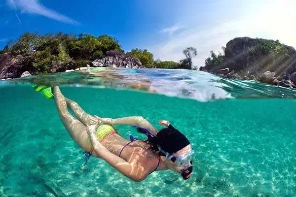 蘇梅島必玩景點 清 澈 的 海 水 , 可 以 一 窺 海 底 風 貌