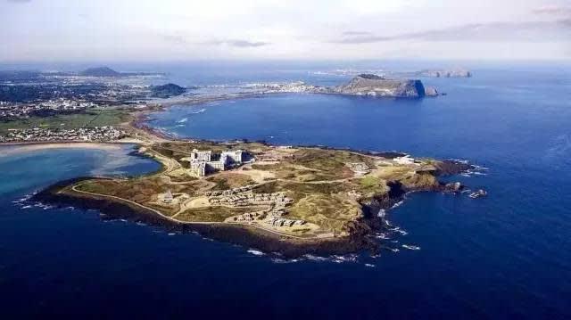 涉 地 可 支 是 個 突 出 的 島 嶼 。