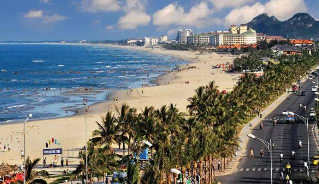 有 「 東 方 夏 威 夷 」 之 稱 的 峴 港 。