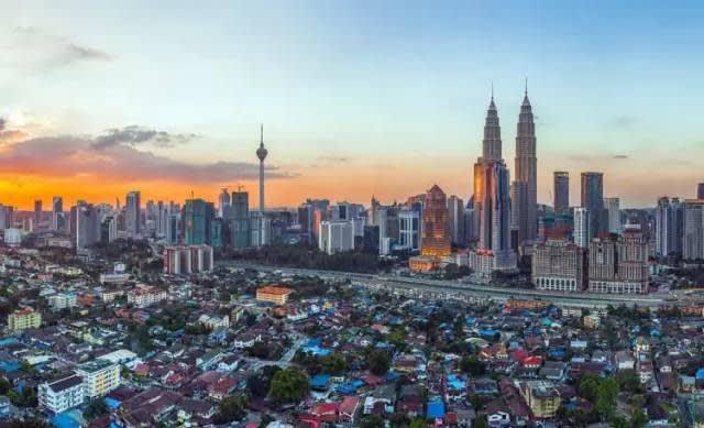 吉 隆 坡 有 著 東 西 並 存 的 文 化 風 格 。