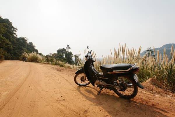每 個 男 人 都 有 自 己 的 坐 騎 , Chris 的 坐 騎 就 是 這 台 摩 托 車