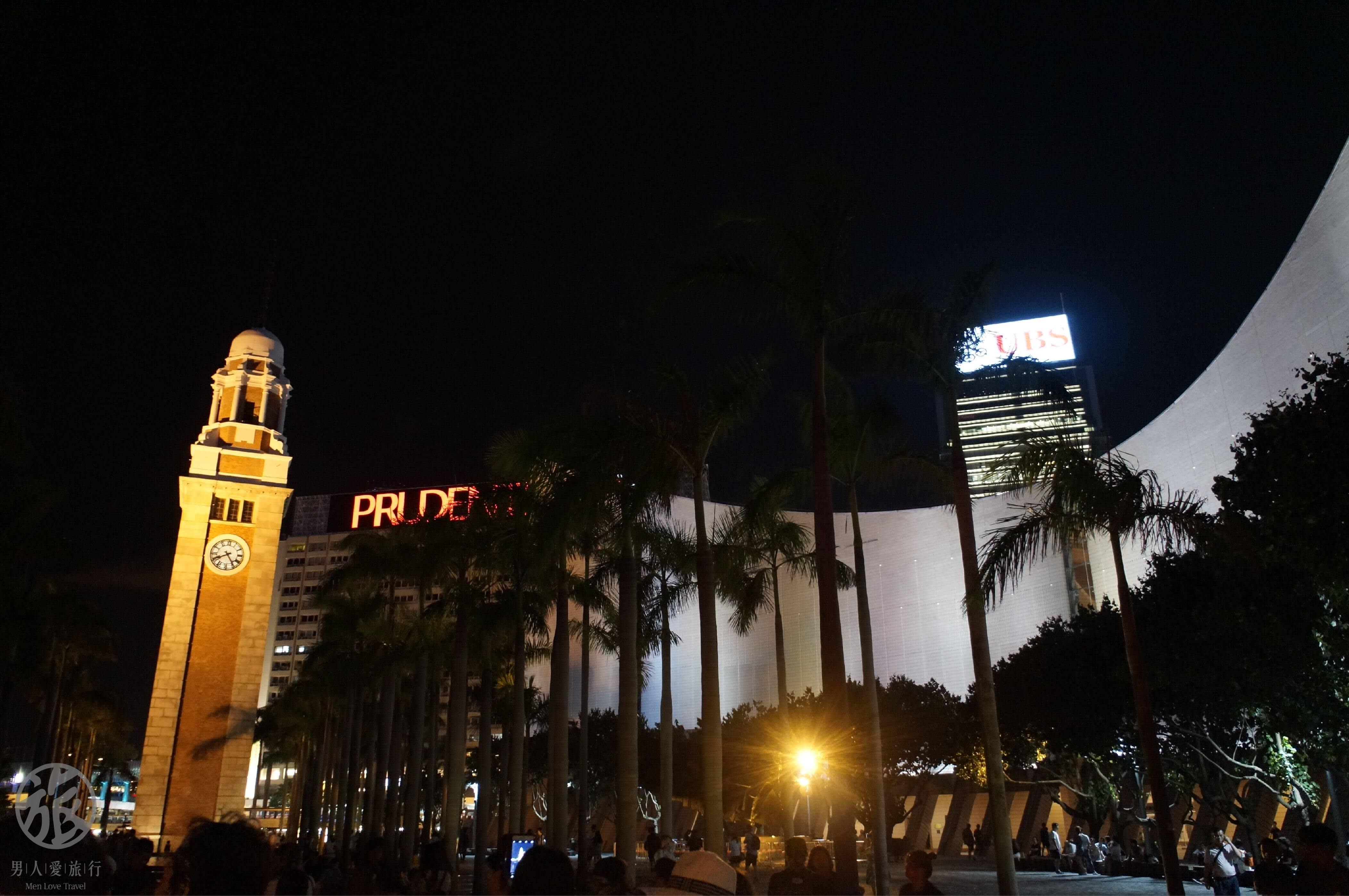 商 業 大 樓 、 保 險 巨 擘 林 立 , 展 現 輝 煌 的 一 面