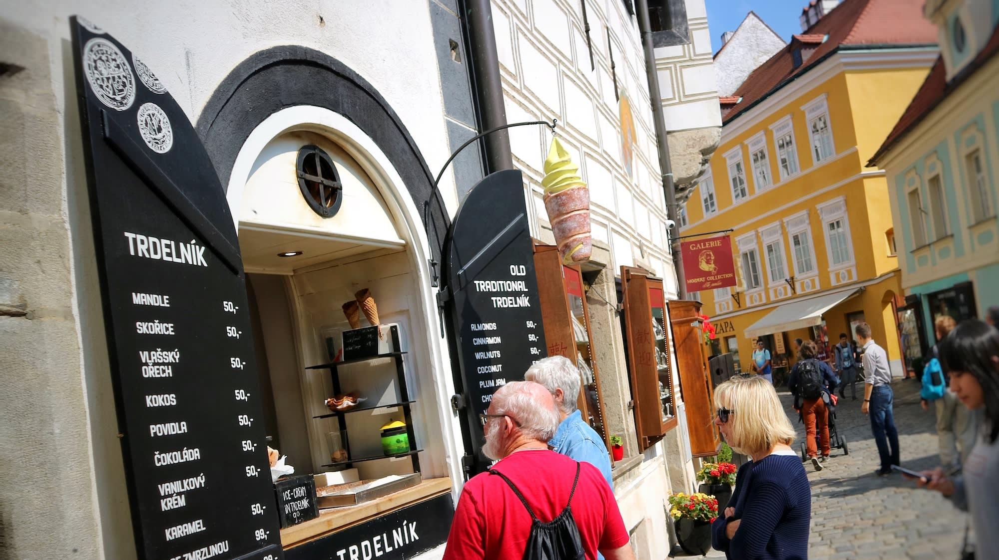 Trdelnik受觀光客歡迎,加冰淇淋也好吃。Photographer | Serina Su