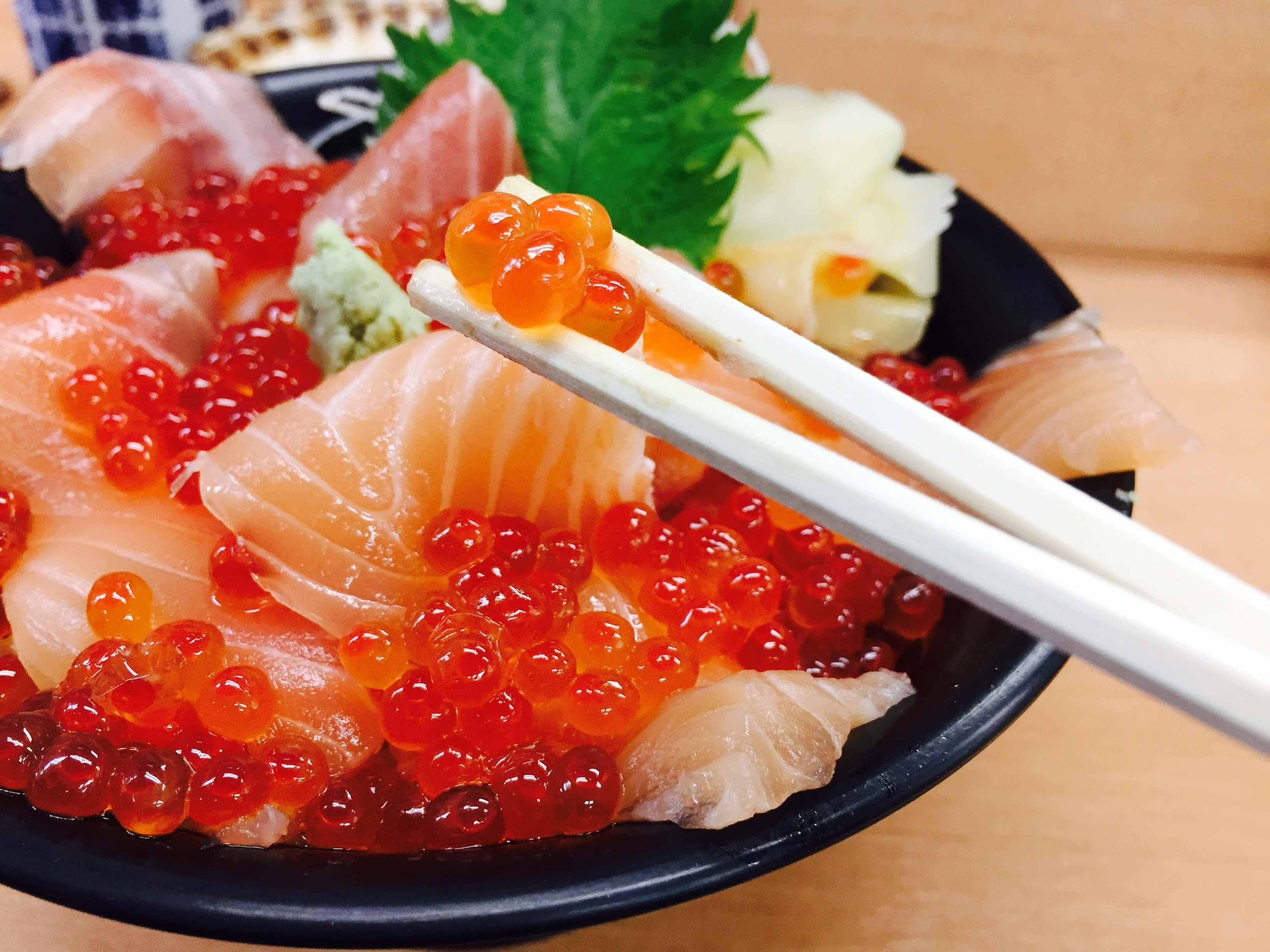 飽滿多汁新鮮鮭魚卵