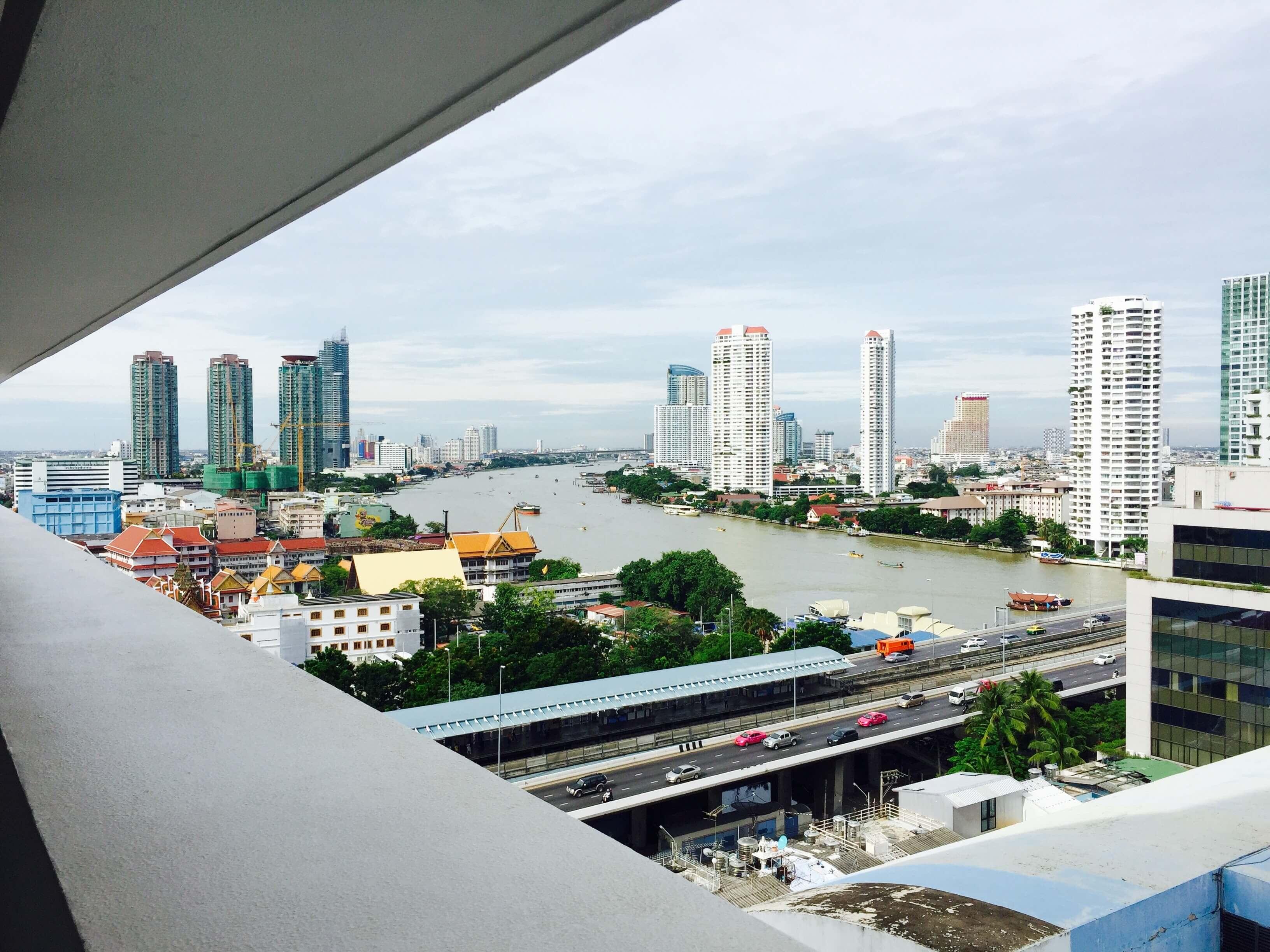 飯店可以見到河岸,美美的。