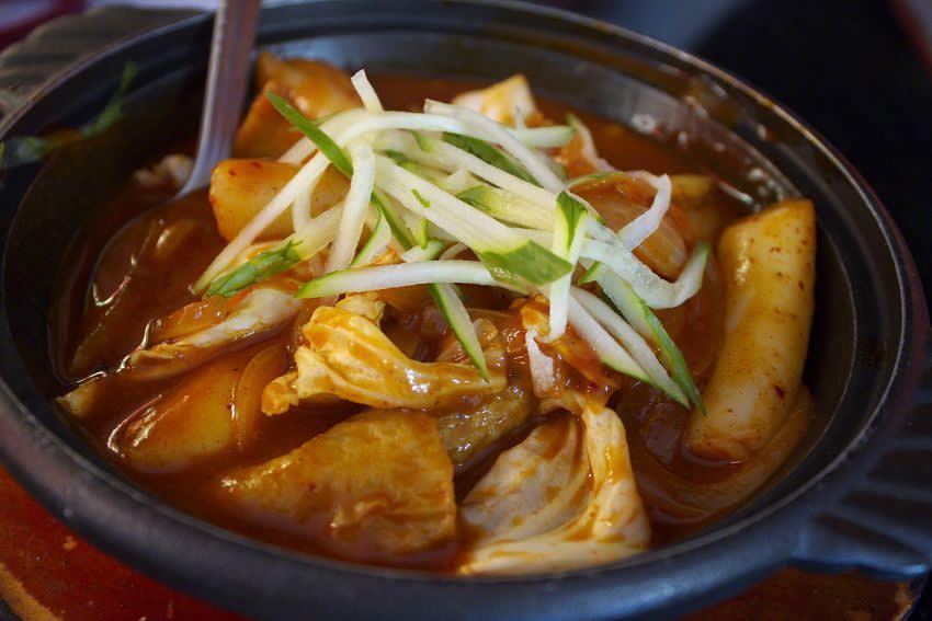 台 灣 人 愛 韓 劇 , 韓 國 美 食 也 成 為 台 灣 旅 人 最 愛 的 選 擇 。( 圖 / Booking.com 提 供 )