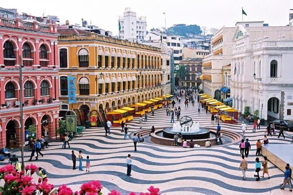 澳 門 歷 經 了 葡 萄 牙 的 殖 民 , 保 留 了 異 國 的 風 味 文 化