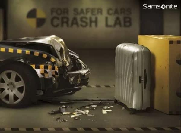 就 算 車 子 高 速 撞 擊 , 行 李 箱 也 不 會 粉 碎