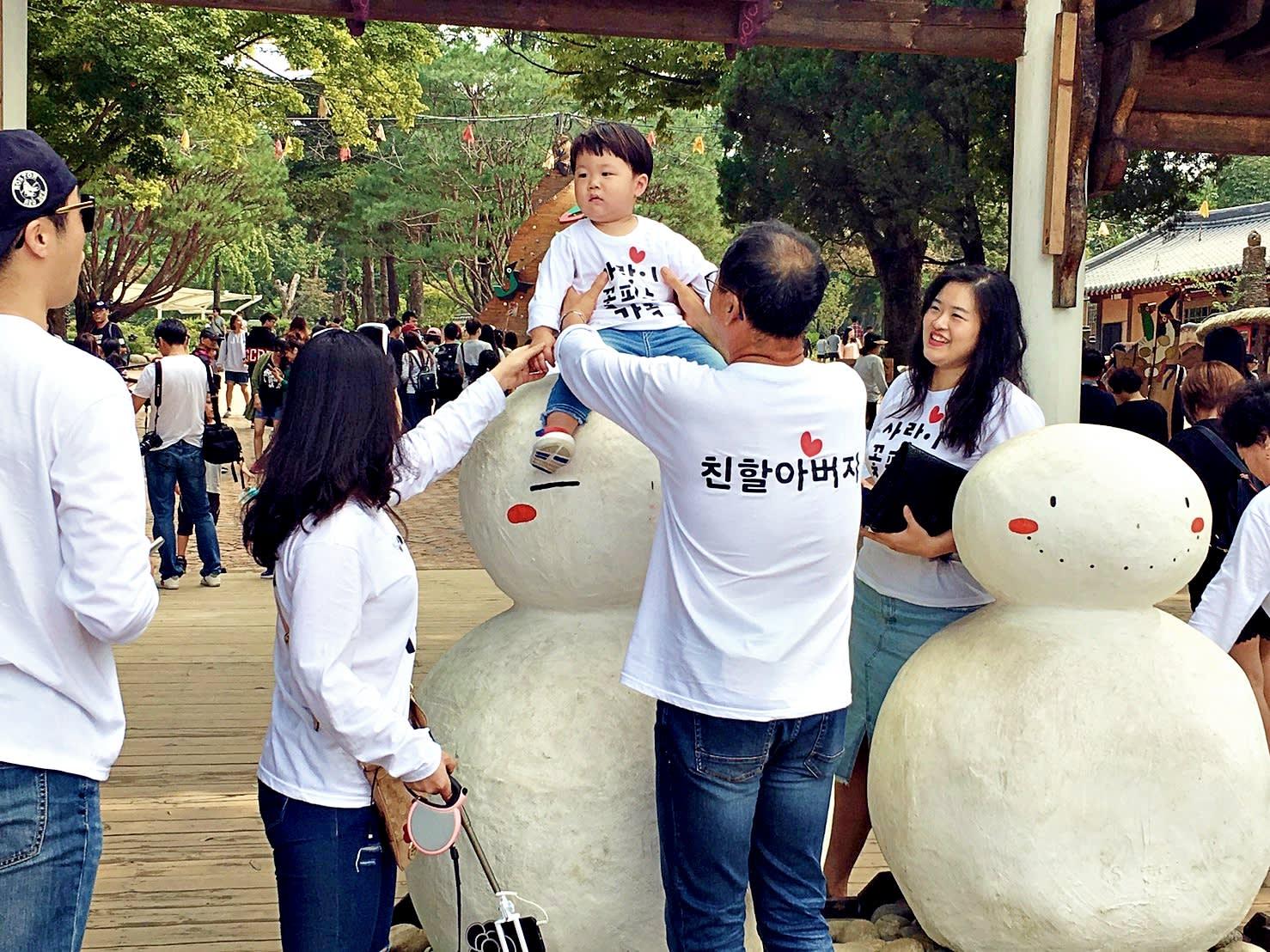 一到南怡島撞見韓國這一家人,也太可愛了!