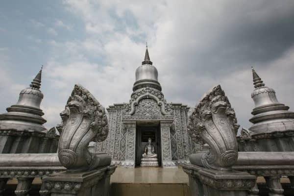銀 葉 猴 寺 廟 區 。
