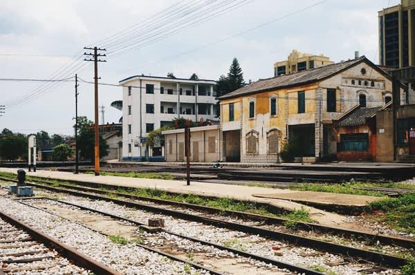 雞 街 火 車 站。