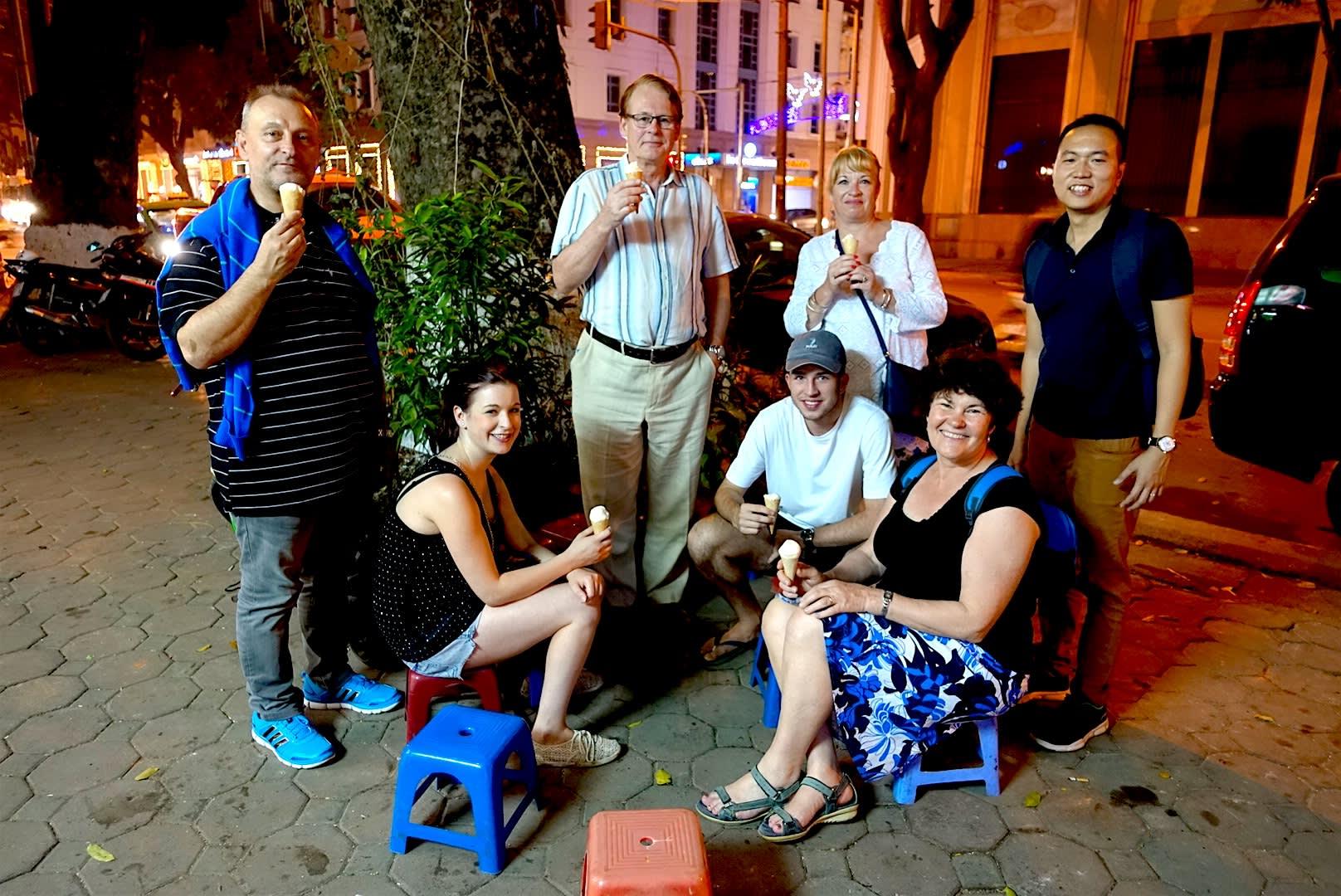 hanoi-food-tour-group
