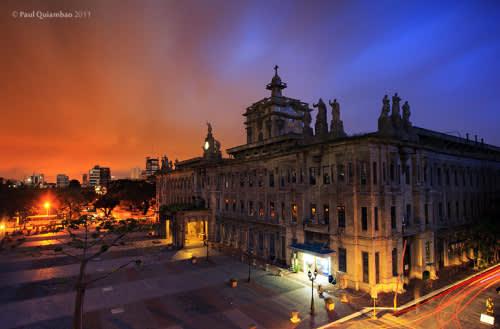 亞洲最美大學 西 班 牙 殖 民 留 下 的 菲 律 賓 第 一 所 大 學 ( 圖 片 來 源 : goo.gl/OnVNn4 )