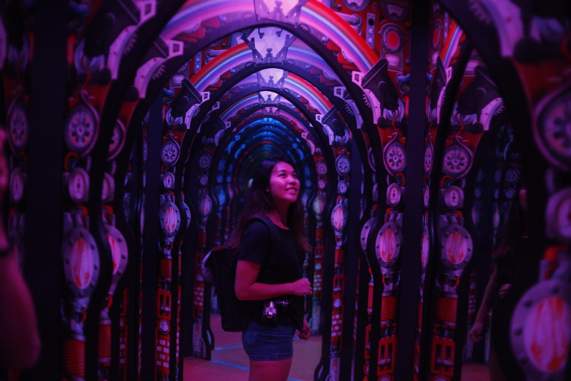 science center singapore mirror maze