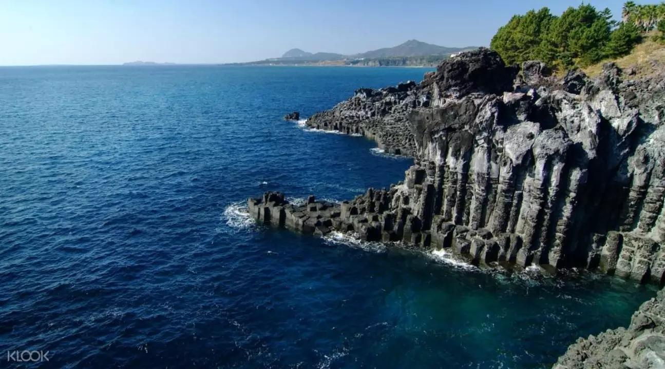 jeju jusangeolli cliff