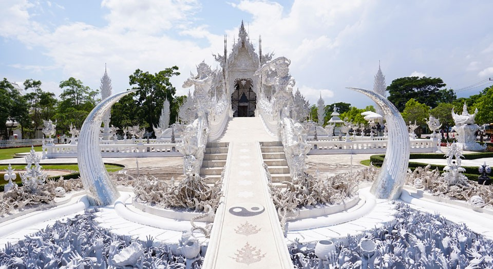 Klook-Bizarre-Experiences-White-Temple